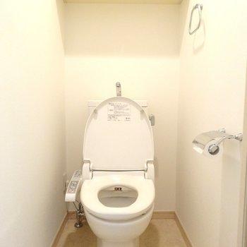 トイレも上部に収納あり