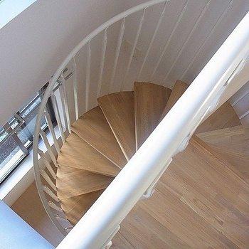 螺旋階段※写真は別部屋です