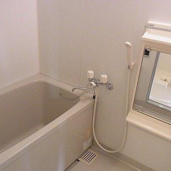 乾燥機・追い炊き機能付です。※写真は別部屋です