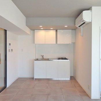 キッチンはスタイリッシュに2口ガスコンロ。