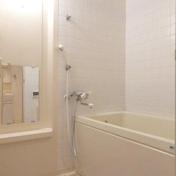 お風呂も少々使い込んだ感じあります