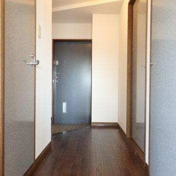 玄関〜廊下