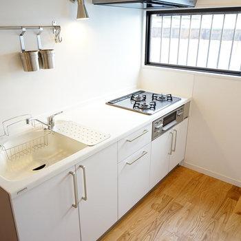 キッチンは3口のゆったりした大きさ!※写真は前回募集時のものです