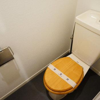 トイレは木製の便座に!