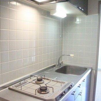 大きくて使い易いシンクがポイント!収納力も兼ね備えたキッチン。※写真は前回募集時のものです。※写真は3階の同間取り別部屋のものです