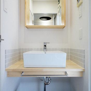 木枠の可愛らしい洗面台!※写真は前回募集時のものです