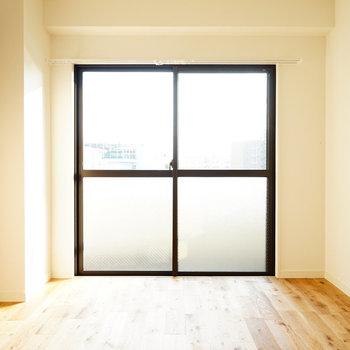 寝室ももちろん明るい◎※写真は前回募集時のものです