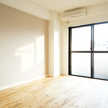 寝室も日当たり◎※写真は同じ建物の別部屋です