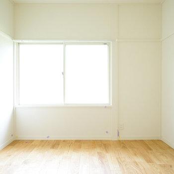 寝室もしっかり明るい空間♪