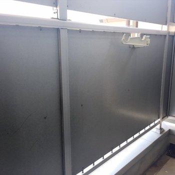 洗濯機置き場はバルコニー。(※写真は3階の反転間取り別部屋のものです)
