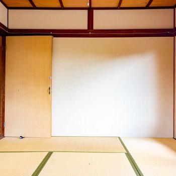 【2階和室①】6帖ほどの広さです。