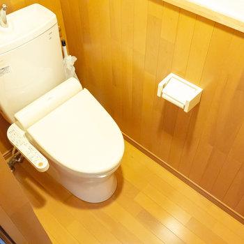 そのお隣には個室トイレあります。