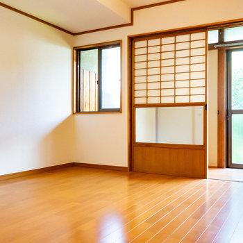 【1階洋室】お隣には4.5帖の洋室。