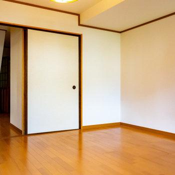 【1階洋室】ここには控えめな押入収納。