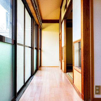 和室と洋室にまたがる廊下。