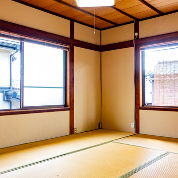 【2階和室①】2面採光の和室です。