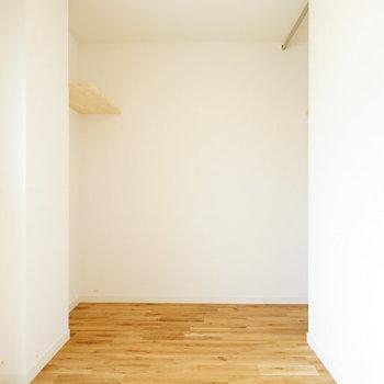 お部屋の奥にはオープンクローゼット!