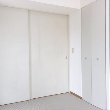 【洋室】収納付きのお部屋です。