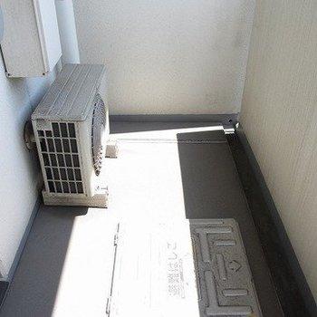 広めのベランダ。洗濯物も干せます※写真は3階の同間取り別部屋のものです