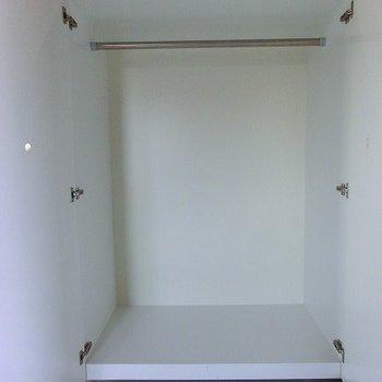 可動式のクローゼット※写真は別部屋です。