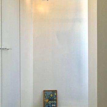 絵画を置きたくなるような玄関へ