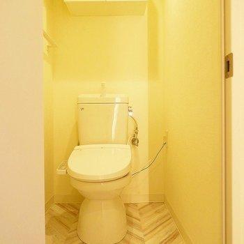 トイレにも棚あり!