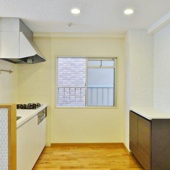 キッチンにも窓があって風通しも良し※写真は前回募集時のもの。