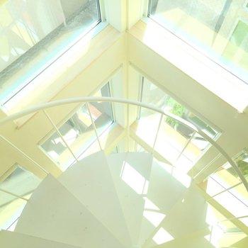 螺旋階段とガラスのお城