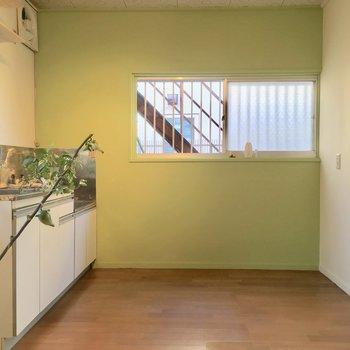 キッチンも広いので、ここでご飯を食べれちゃいます ※写真は前回募集時のものです