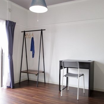 【洋室4.5帖】お隣は、書斎や寝室部屋として。