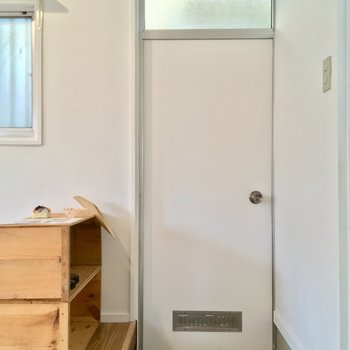 玄関もコチラに。シューズボックスが可愛い〜