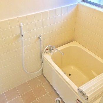 バスルームはただいま工事中。別部屋と同じ仕様になる予定だそうです〜※101号室の写真です