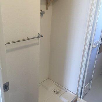 洗濯機置場も新しく※写真は前回施工の105号室