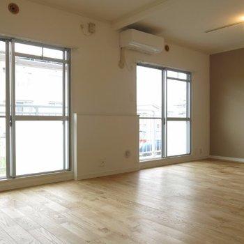 リビングは広々、開放感のある空間へと間取り変更※写真は前回施工の105号室