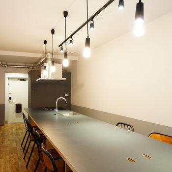 キッチン、家電もそろった共用スペース!※写真は前回募集時のものです