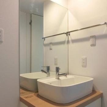 洗面台かわいいなぁ。※写真は3階の同間取り別部屋のものです。