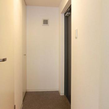 玄関土間が結構広い。※写真は3階の同間取り別部屋のものです。