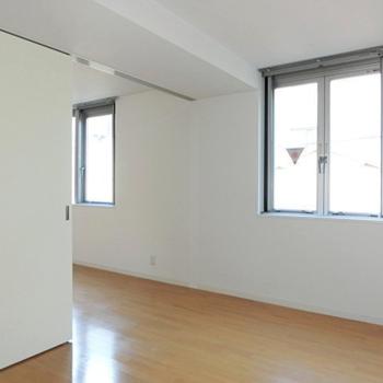 寝室は5帖ほど。※写真は3階の同間取り別部屋のものです。