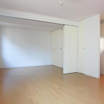 仕切って開いて。※写真は3階の同間取り別部屋のものです。