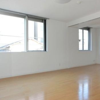 窓が大きくていいね。※写真は3階の同間取り別部屋のものです。