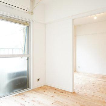 床が優しい色合いのお部屋◎※写真は前回募集時のもの
