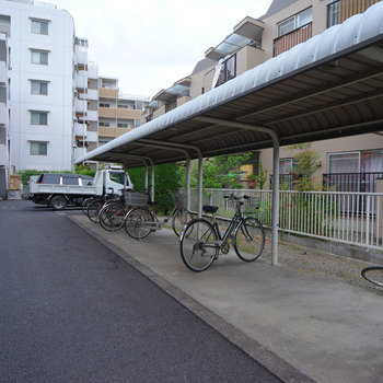 駐輪場も屋根がついて◎
