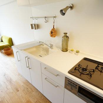 キッチンは3口ガスコンロで使い勝手◎