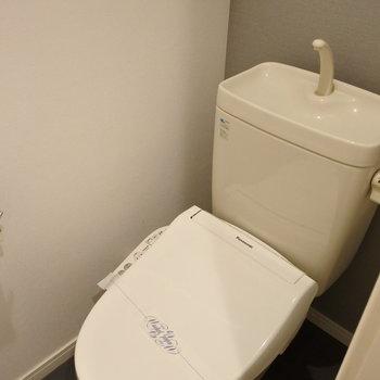 トイレはグレーでかっこよくね。