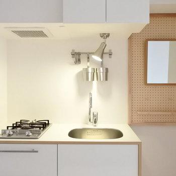 キッチンはgoodroomオリジナルのキッチンです。2口ガスでお料理楽しめますよ!