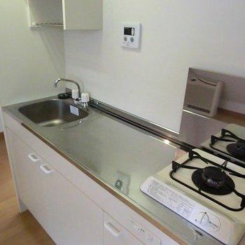 スペース広めのキッチン。※写真は別部屋