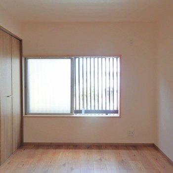 洋室はシンプルなものが1つ。