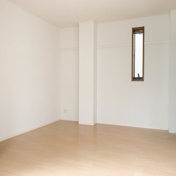【上階洋室2】窓側から見ると。どっちの部屋を寝室にするか迷うな〜ワクワク