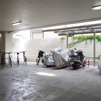 一階のピロティーにある駐輪場!