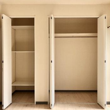 クローゼットは容量たっぷり。左は可動式なのでボックス収納でも良いですね。
